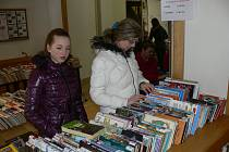V chrudimské knihovně začal výprodej knih.