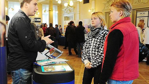 Burzy škol a učilišť se v chrudimském Muzeu zúčastnili například zástupci strojařů nebo Hotelové školy Bohemia