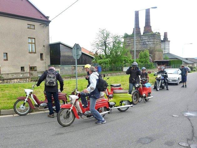 """U skautské klubovny v Ronově nad Doubravou se sešli majitelé populárních """"fichtlů"""""""