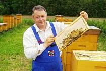 Včelař Antonín Podhájecký.