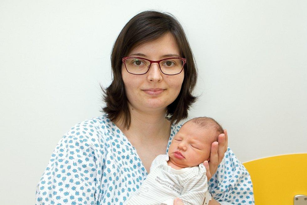 Matěj Klička ( 2,75 kg a 48 cm ) je od 6.4. od 11:27 jméno prvního miminka Denisy a Jana z Heřmanova Městce.