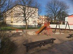Dětské hřiště za heřmanoměsteckou základní školou se dočká rekonstrukce.