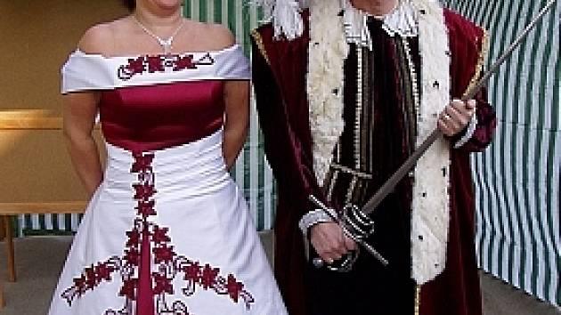 Královský pár ve škole.