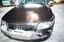 Audi bylo při nárazu do svodidel poškozeno, jeho řidič byl navíc zraněn.