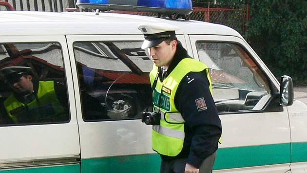 Policie smrtelnou nehodu motocyklisty stále vyšetřuje.