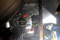 V podkroví zrekonstruované chaty hořelo, škoda byla vyčíslena na 400 tisíc korun.