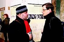 Na vernisáži nechyběli výtvarník Ivan Baborák (vlevo) a historik Ivo Šulc.