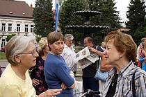 S návštěvníky diskutovala také architektka Jana Benešová (vpravo).