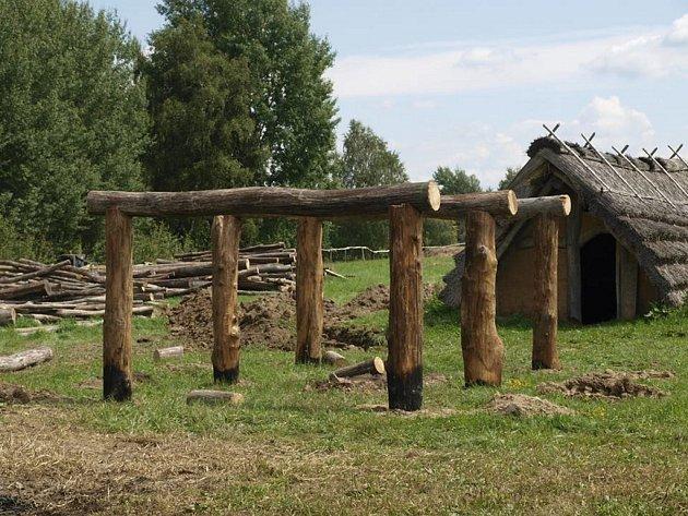 Práce na keltském skanzenu v Nasavrkách.