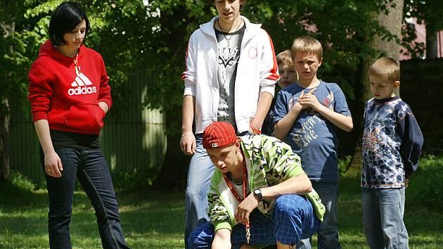 Děti z Dětského domova se školou v Hrochově Týnci.