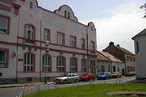 Z budovy městského kina bude dešťová voda svedena do Chrudimky. To, že teče do kanálu, stojí město 26 tisíc korun ročně.