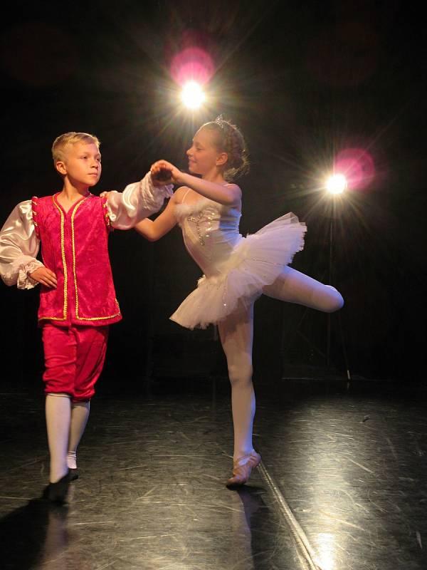 Josef Pavliš a Veronika Vodičková z tanečního oddělení ZUŠ Chrudim.