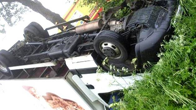 Pekařský vůz skončil v příkopu u silnice mezi Hlinskem a Krounou.