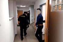 Napadení v ubytovně. Po několika hodinách je z útočníka (na snímku) obviněný.