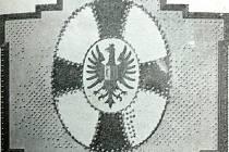 ZNAK Chrudimi, do nějž byly při slavnosti Zemského pomocného spolku Českého červeného kříže zatlučeny hřeby, na památku oslavy narozenin císaře Františka Josefa I.