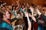Maturanti z oktávy B se na plese Biskupského gymnázia Skuteč  výborně bavili.