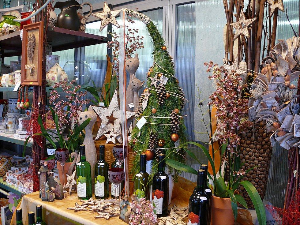 V zahradnictví na Blehovsku mají před Vánoci spoustu práce.