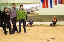Starý francouzský sport jménem pétanque získává na stále větší oblibě. Název společenské hry si rozhodně zapamatujte, v roce 2024 totiž bude s největší pravděpodobností součástí olympijských her ve Francii!