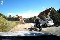 Ujížděl na kradené motorce