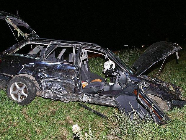 Pět lidí muselo být ošetřeno po srážce na medlešické křižovatce.