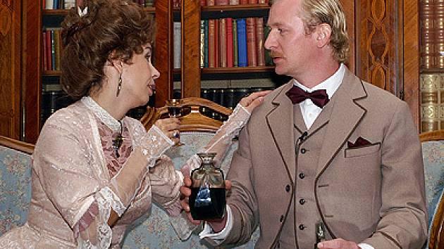 Kněžna Nela Boudová rozmlouvá se svým hereckým knížecím manželem  Martinem Pechlátem.
