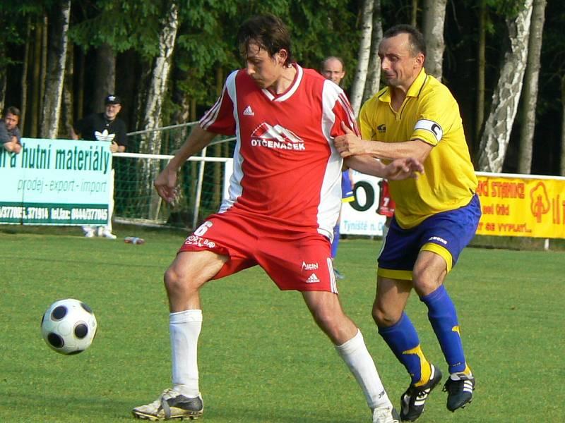 Fotbalová divize C: Z utkání Týniště - AFK Chrudim.