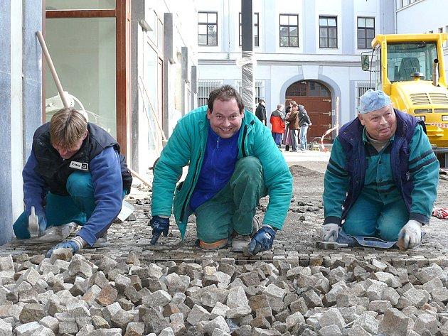 Hradební ulice v Chrudimi se dočká nové dlažby ze skutečské žuly.