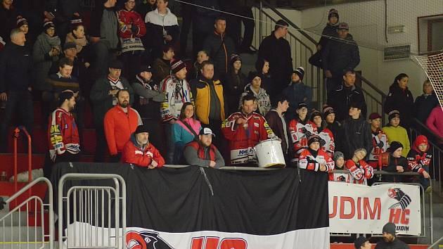 Chrudimští hokejisté se ve finále proti České Třebové užívají silnou podporu fanoušků