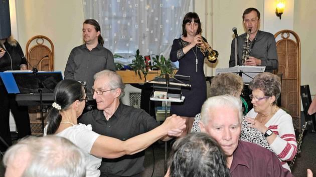 Centrum sociálních služeb pořádá už čtrnáctým rokem pravidelné taneční podvečery.
