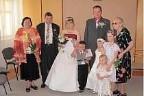 ANTONÍN A MONIKA se svou rodinou.