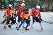 Dohrávka krajské hokejbalové ligy Prachovice - Svítkov B 4:2 (1:1, 1:1, 2:0).