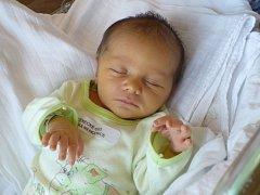 NIKOLAS BRUDER (3,1 kg, 49 cm) – toto jméno vybrali 23.10. v 1:02 pro prvorozeného syna Petra a Martin Bruderovi z Dašic.