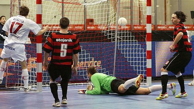 Futsalitsé Era-Packu s Benagem z loňského utkání v Chrudimi
