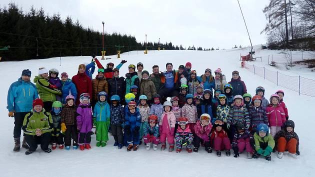 Každým rokem pořádá Mateřská škola Taušlova Letohrad společně s učiteli a studenty Letohradského soukromého gymnázia (LSG) lyžařský kurz v Dlouhoňovicích.
