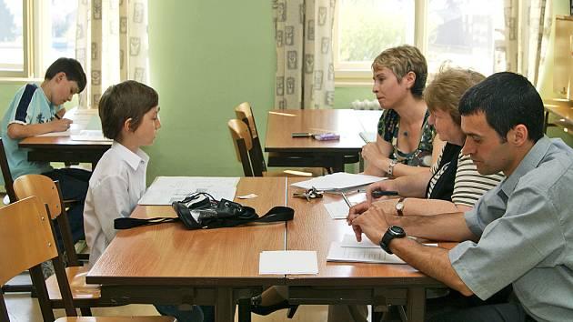 Přijímací zkoušky na chrudimském Gymnáziu Josefa Ressela prověřily znalosti desítek uchazečů.