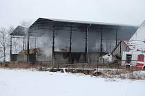 Hasiči zasahovali u požáru senáže v Zájezdci.