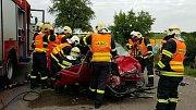 U Klešic se střetl osobní automobil s nákladním. Uvnitř auta zůstaly dvě těžce zraněné ženy.