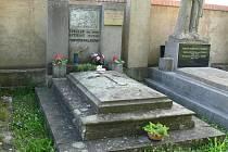 Hrob herečky Věry Ferbasové na jičínském hřbitově.
