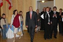 Manželé Klausovi na návštěvě Hořic roku 2007.