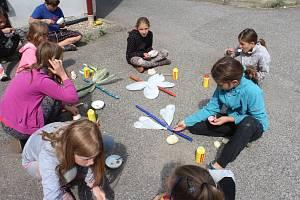 Letní dílny pro děti a mládež v Roškopově na Novopacku.