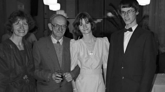 Taneční 1998 - Olinka a její rodina.