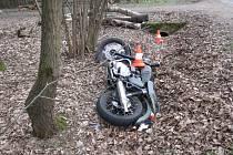 U Dětenic havaroval motocykl.