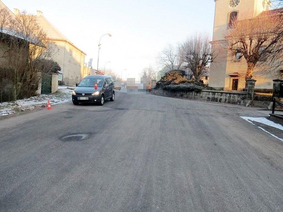 Střet vozidla s chodcem v Libuni.