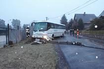 Nehoda autobusu v Heřmanicích.