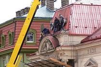 Transport kamenných pylonů z Masarykova divadla.
