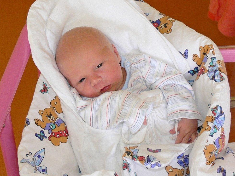 ONDŘEJ HOŘEJŠÍ  (3,42 kg, 50 cm) vykoukl na svět v pátek 10. března, jeho rodiče Monika a Jiří Hořejší si ho odvezli domů do Úlibic u Jičína. Z jeho narození měli radost také bratři sedmnáctiletý David a devatenáctiletý Martin.