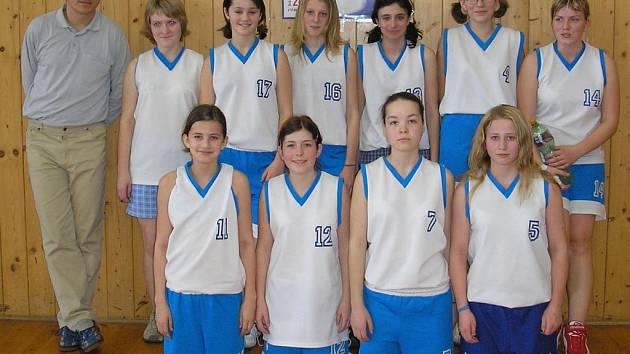 Basketbalistky z novopacké Základní školy v Husitské ulici.