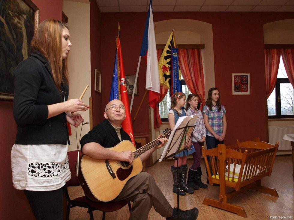 Z vítání nových občánků obce Tuř, leden 2015.