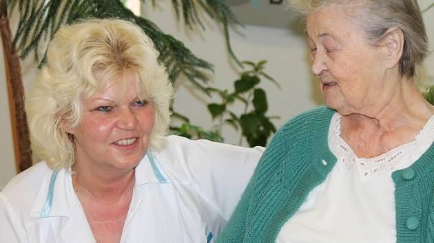Zdravotní sestra Květa Janoušková.