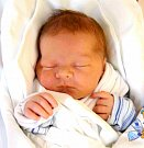 DAVID JIRÁK se poprvé usmál na svoji maminku Pavlu Tumovou     a tatínka Davida Jiráka 9. května. Po narození vážil 4 kg a měřil           53 cm. Doma v Jičíně se na svého bratříčka těší sourozenci Adélka    a Tadeáš.